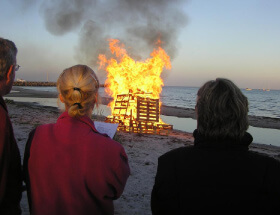 bonfires on Hundige strand